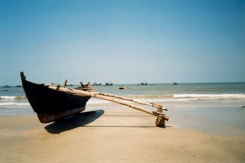 Fischerboot am Strand in Colva