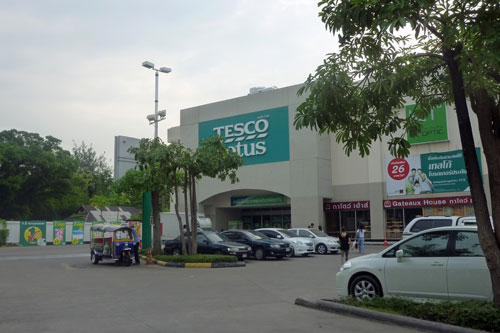Tesco Lotus  in der Thanon Charansanitwong