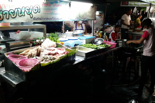 Essensnachtmarkt in Lopburi
