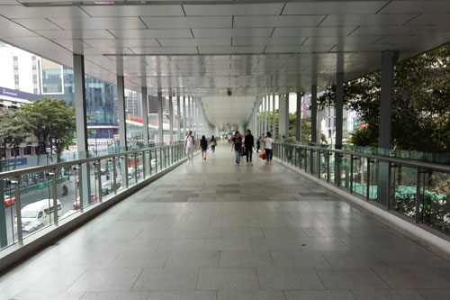 neuer Skywalk an der Thanon Ratchadamri